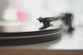 Utiliser une musique enregistrée dans un spectacle : quelle réglementation ?